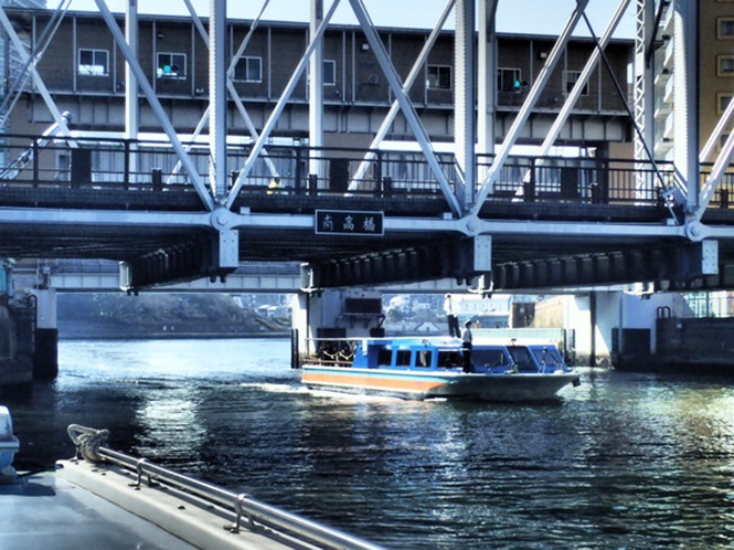 《 東京都、水上バスとバイク使い訓練 》_01